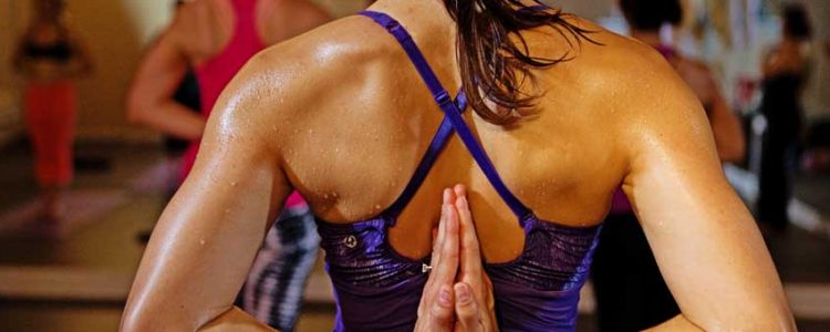 Hot vinyasa chez Karma yoga